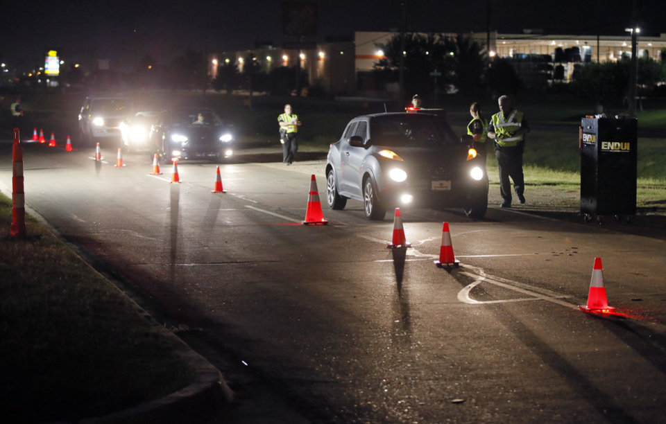 Photo - An ENDUI checkpoint on westbound Reno Ave. just east of Rockwell Ave. in Oklahoma City. [Photo by Nate Billings, The Oklahoman Archives]