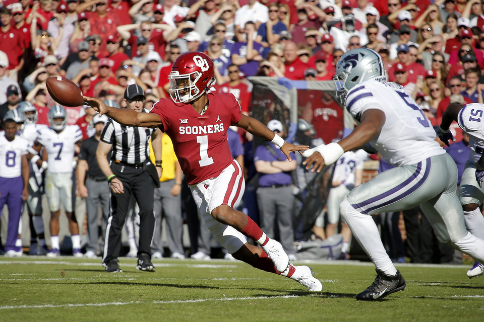 Photo - Oklahoma's Kyler Murray (1) pitches the ball during a college football game between the University of Oklahoma Sooners (OU) and the Kansas State Wildcats at Gaylord Family-Oklahoma Memorial Stadium in Norman, Okla., Saturday, Oct. 27, 2018. Oklahoma won 51-14. Photo by Bryan Terry, The Oklahoman