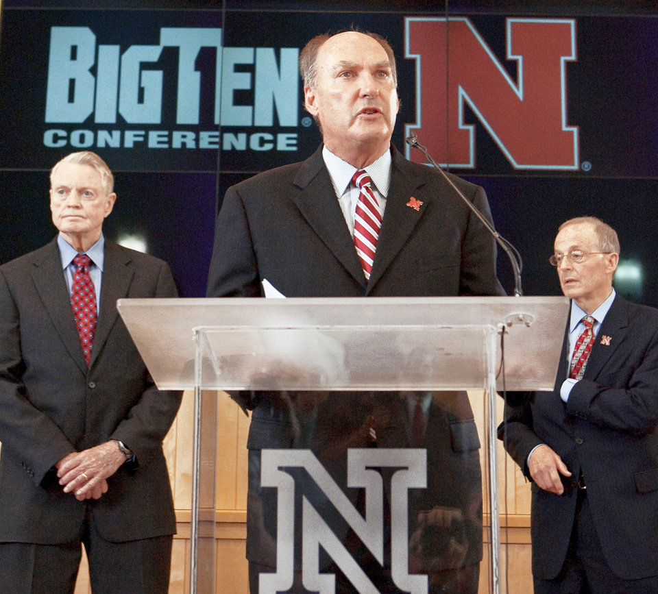 Photo - Big Ten commissioner Jim Delany, center, speaks in Lincoln, Neb., on Friday with Nebraska athletic director Tom Osborne, left, and Nebraska chancellor Harvey Perlman. AP Photo