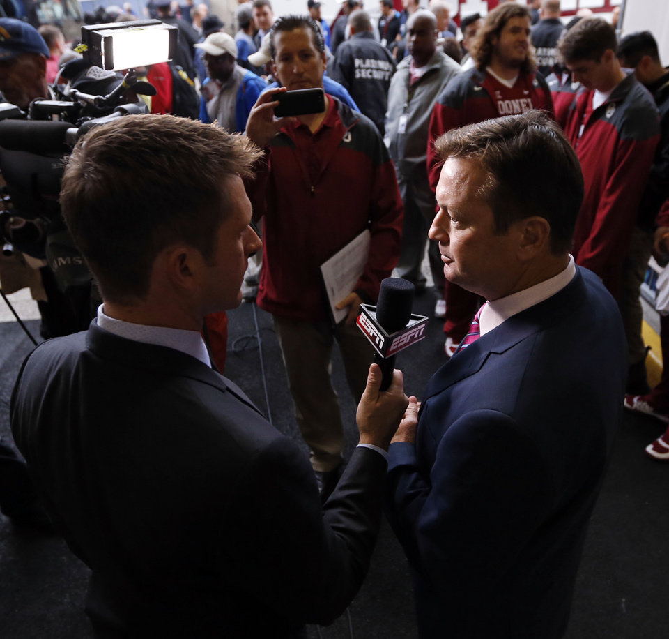 Photo - Head coach Bob Stoops stops to speak with ESPN as the team arrives before the Red River Showdown college football game between the University of Oklahoma Sooners (OU) and the University of Texas Longhorns (UT) at the Cottonbowl in Dallas, Texas on Saturday, Oct. 11, 2014. 