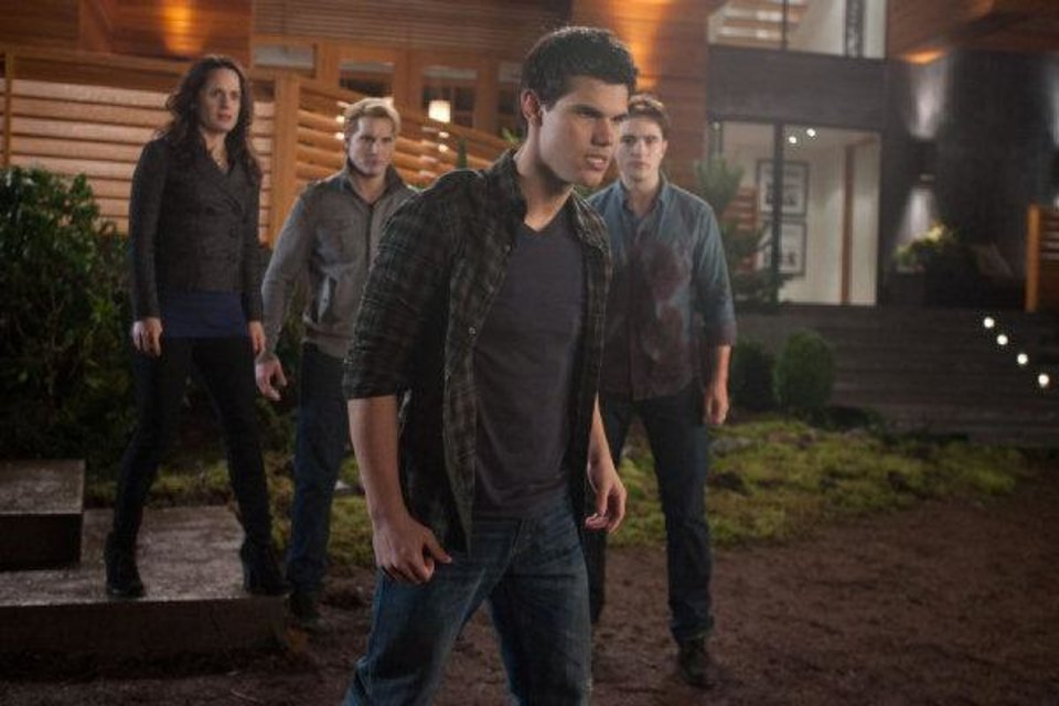 Photo - From left, Elizabeth Reaser, Peter Facinelli, Taylor Lautner and Robert Pattinson star in