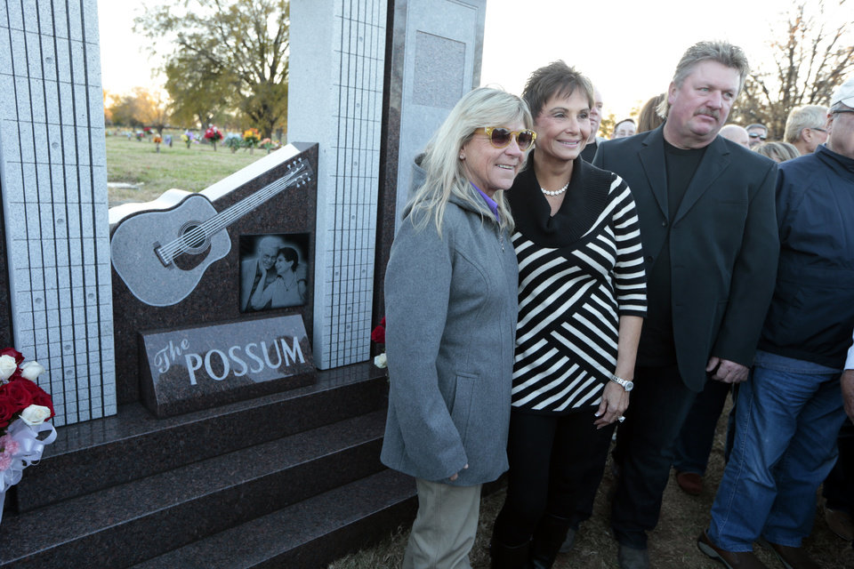 Photo - Nancy Jones, the widow of country music star George Jones, center, poses with singers Joe Diffie, right, and Jett Williams, left, at the memorial to the late singer dedicated on Monday, Nov. 18, 2013, in Nashville, Tenn. (AP Photo/Mark Humphrey)