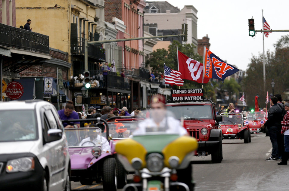 Election Eve Prayer >> OU fans enjoy New Orleans during Sugar Bowl NYE Parade