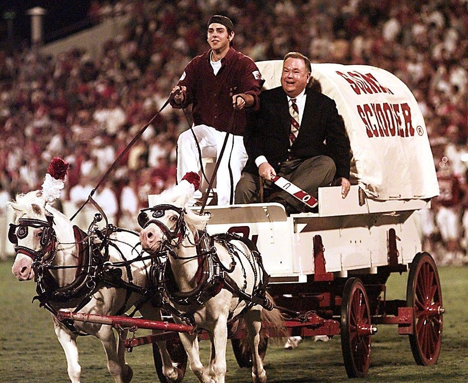 Photo - OU PRESIDENT DAVID BOREN RIDES THE SOONER SCHOONER AFTER A TOUCHDOWN SAT. NIGHT ON OWEN FIELD IN NORMAN. THE RUF/NEK DRIVING IS JASON LAWSON A JR. AT OU.