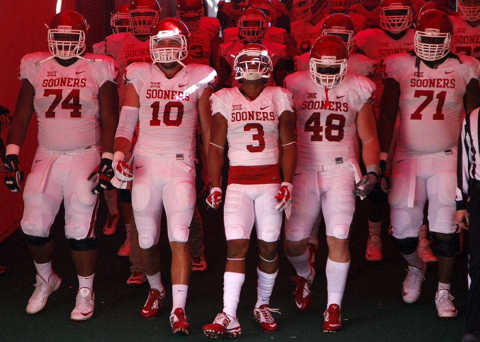 Photo - The Oklahoma team gathers before taking the field before a college football game between the University of Oklahoma Sooners (OU) and the Texas Tech Red Raiders at Jones AT&T Stadium in Lubbock, Texas, Saturday, November 15, 2014.  Photo by Bryan Terry, The Oklahoman