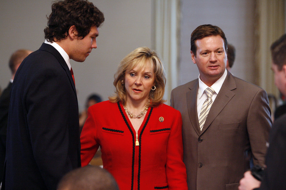Photo - Sooner quarterback Sam Bradford (left), head coach Bob Stoops and Congressman Mary Fallin talk before a scholar athlete awards breakfast in the Molly Shi Boren Ballrom at the University of Oklahoma (OU) in Norman, Okla. on Tuesday, April 14, 2009.      Photo by Steve Sisney, The Oklahoman ORG XMIT: KOD
