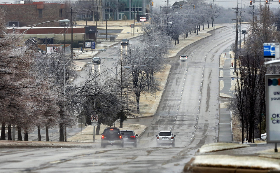 Photo - Traffic is light  on this section of N. Lincoln Blvd., between NE 36 and NE 50 Streets, at the lunch hour when the lanes are normally heavy with vehicles. Winter weather in the metro area on Thursday, Jan. 3, 2019.  Photo by Jim Beckel, The Oklahoman.