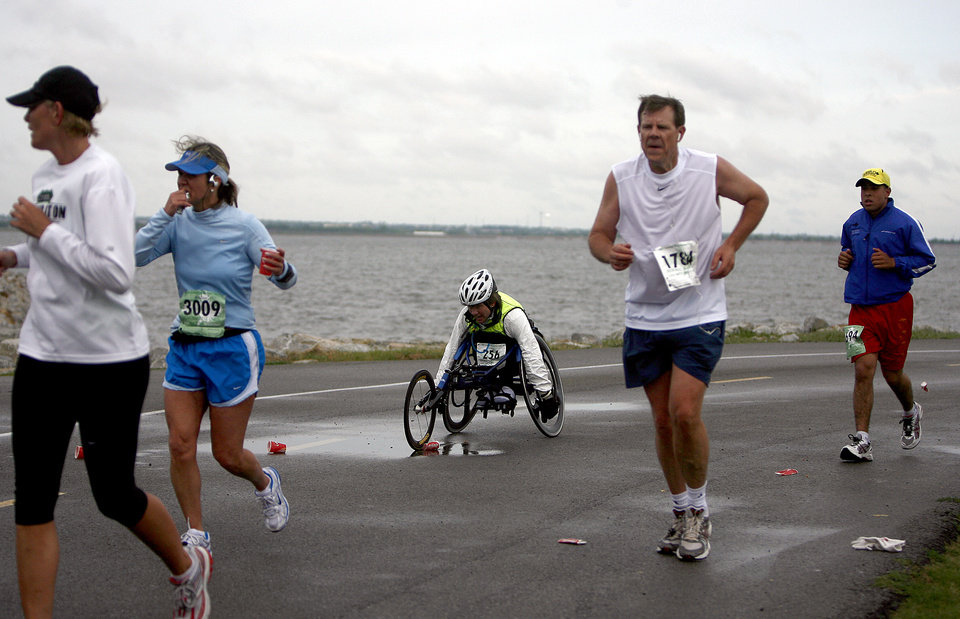 Photo - RUN, RUNNER, RUNNING, WHEELCHAIR: Holly Koester, middle, races during in the 8th annual Oklahoma City Memorial Marathon on Sunday, April 27, 2008, in Oklahoma City, Okla. BY SARAH PHIPPS, THE OKLAHOMAN  ORG XMIT: KOD
