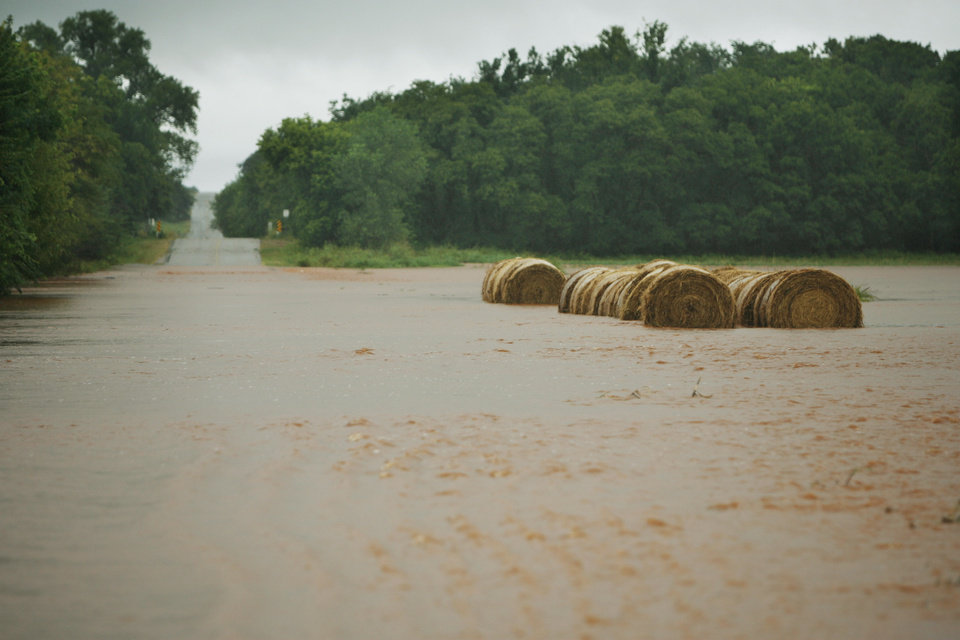 Photo - Rockwell is flooded near 178th after heavy rains Sunday Aug 19, 2007 morning. By James Plumlee, The Oklahoman