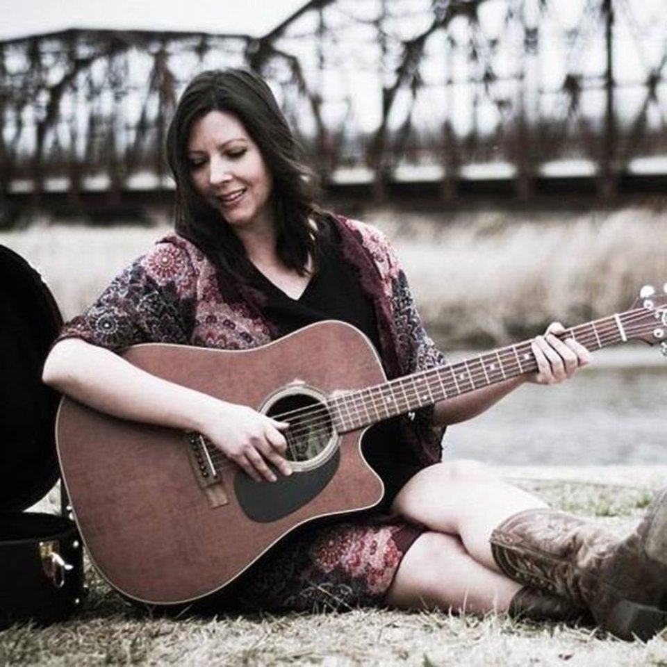 Photo -  Singer-songwriter Amanda Cunningham will perform Saturday at the Arcadia Round Barn. [PHOTO PROVIDED]