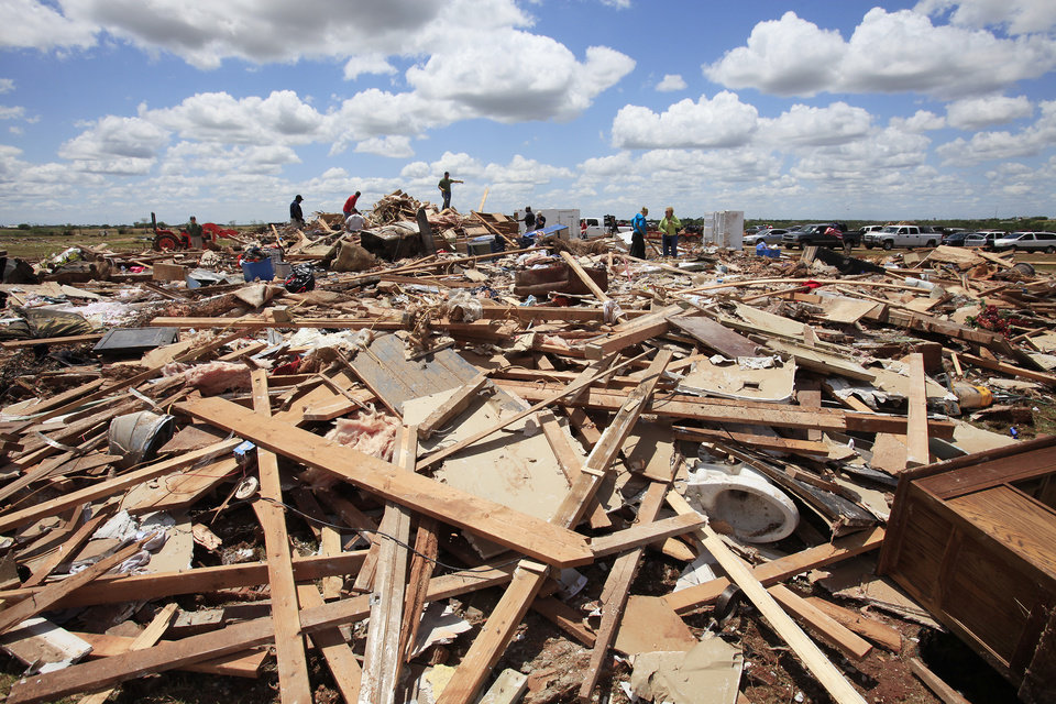 Photo - Tornado aftermath cleanup east of Piedmont, Wednesday, May 25, 2011. Photo by David McDaniel, The Oklahoman