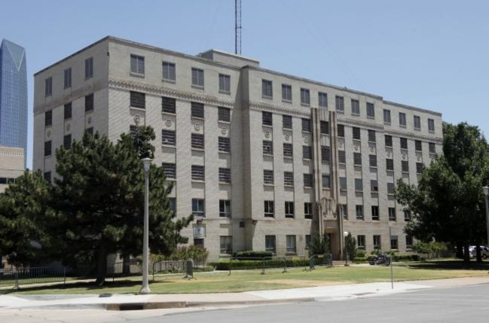 Photo -  The 1935 police headquarters and jail, largely empty since 1997, is being targeted for demolition to make way for a surface parking lot. [DOUG HOKE/THE OKLAHOMAN]