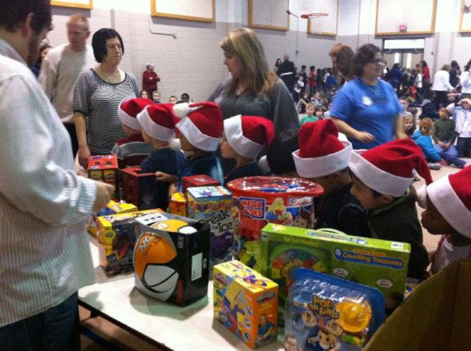 The Santa Clause 2 Toys For Tots : Toys for tots volunteers surprise norman schoolchildren