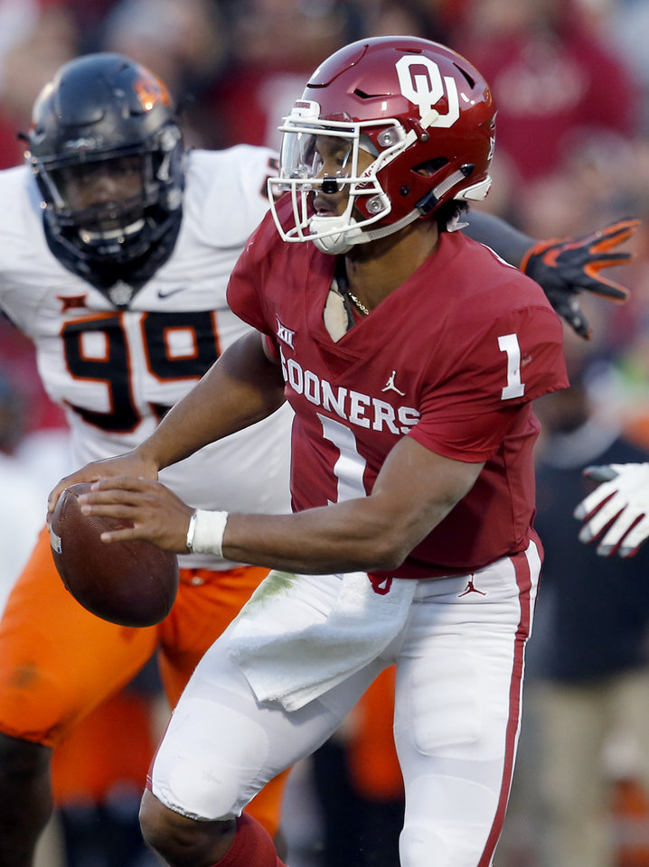 Photo - Kyler Murray scrambles during a Bedlam college football game between the University of Oklahoma Sooners (OU) and the Oklahoma State University Cowboys (OSU) at Gaylord Family-Oklahoma Memorial Stadium in Norman, Okla., Nov. 10, 2018.  OU won 48-47. Photo by Sarah Phipps, The Oklahoman