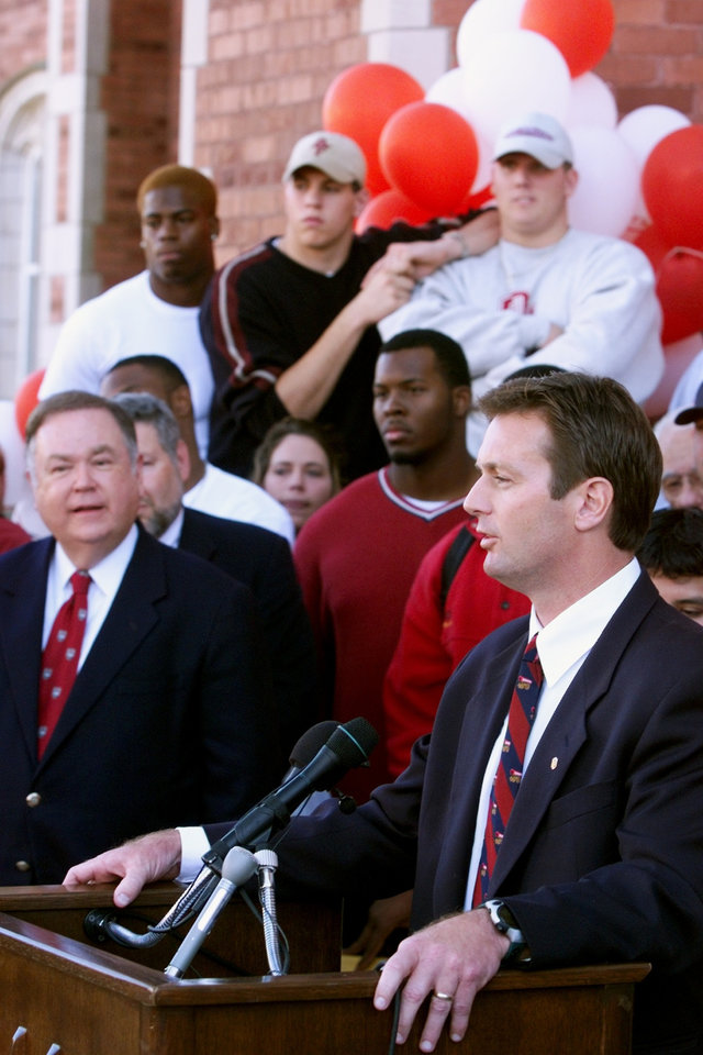 Photo - Bob Stoops  speaks to crowd after being introduced as OU's new head football coach.