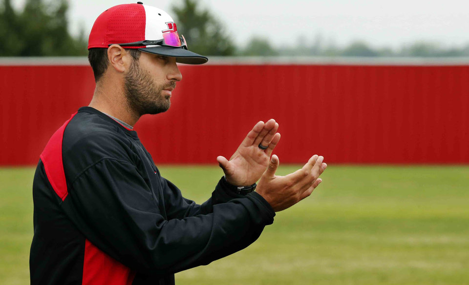 Photo - Washington baseball coach Nick Blackburn coaches against Purcell on Thursday. Blackburn is a former Del City and Seminole State standout who pitched in the major leagues with the Minnesota Twins.  Photo by Steve Sisney, The Oklahoman  STEVE SISNEY