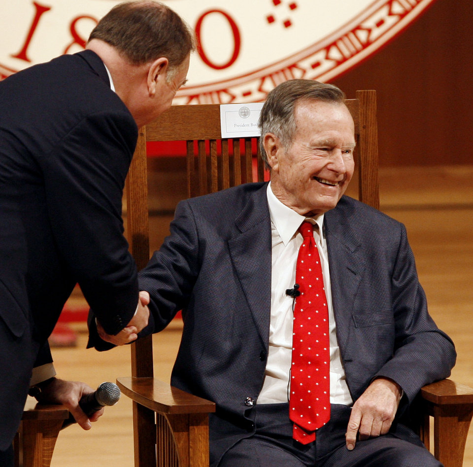 Photo - OU, STATE VISIT: University of Oklahoma President David Boren (left) welcomes former President of the United States George H.W. Bush to the Catlett Music Center on campus for conversations about the presidency with Pulitzer Prize-winning author David McCullough on Wednesday, March 7, 2007 in Norman, Oklahoma.   Photo by Steve Sisney/The Oklahoman ORG XMIT: kod