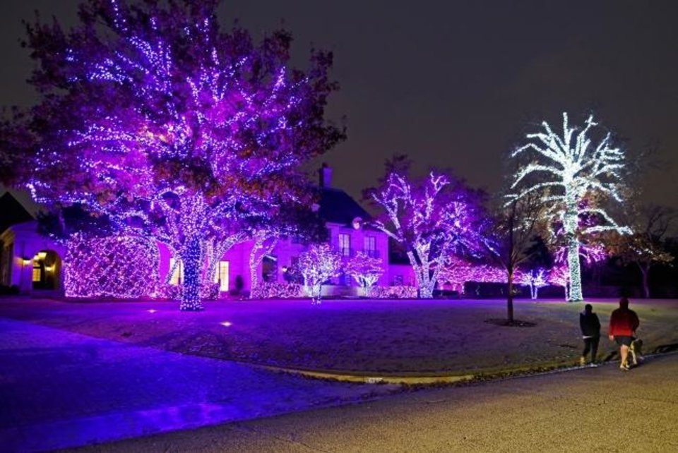 Photo -  Christmas decorations at 6906 Avondale Drive in Nichols Hills. [DOUG HOKE/THE OKLAHOMAN]