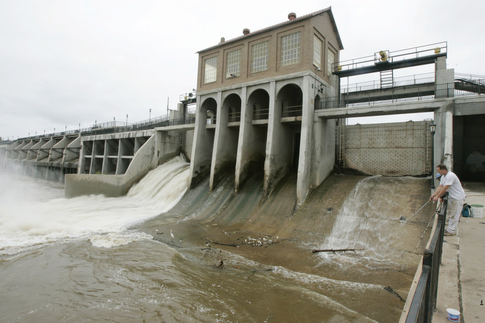Daily published photos january 23 2009 richard fulton fishes below the dam at lake overholser in oklahoma city july 10 sciox Image collections
