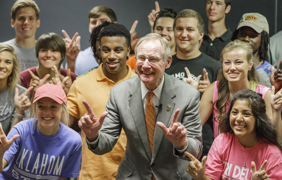 Photo - OSU President Burns Hargis stops in a freshman class Monday, Aug. 17. Provided by OSU