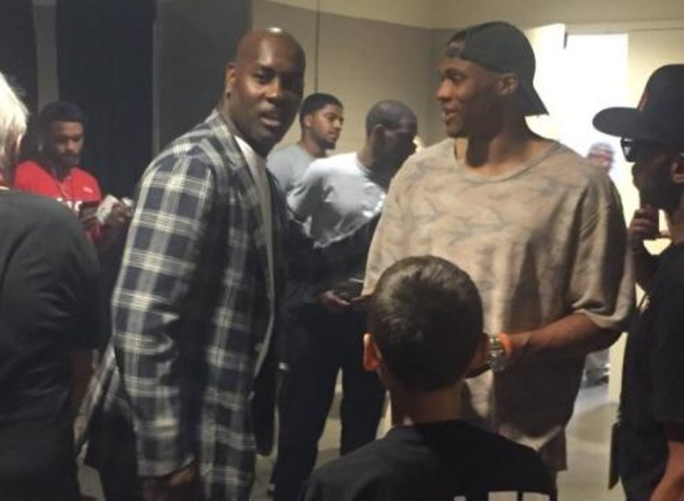 Photo - Russell Westbrook talks with Gary Payton in the halls of the BOK Center. Screenshot/Twitter (@BDawsonWrites)