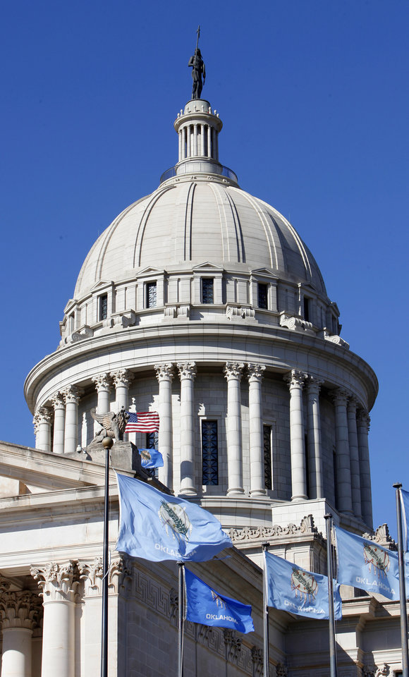Photo - EXTERIOR: The state Capitol dome in Oklahoma City Thursday, Nov. 10, 2011. Photo by Paul B. Southerland, The Oklahoman ORG XMIT: KOD