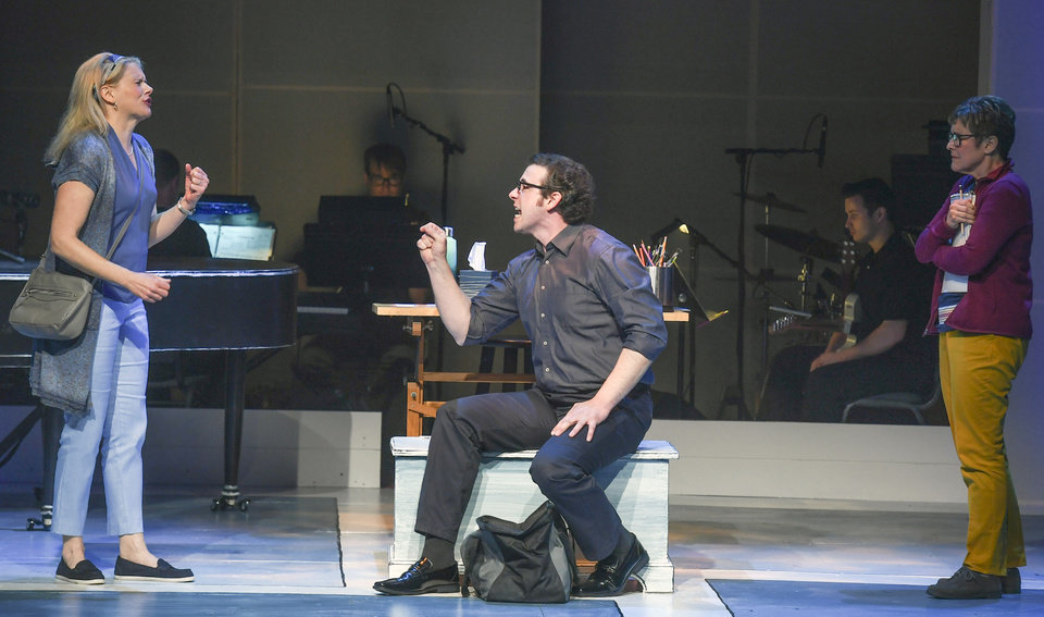 Theater review: Lyric's 'Fun Home' builds into a moving
