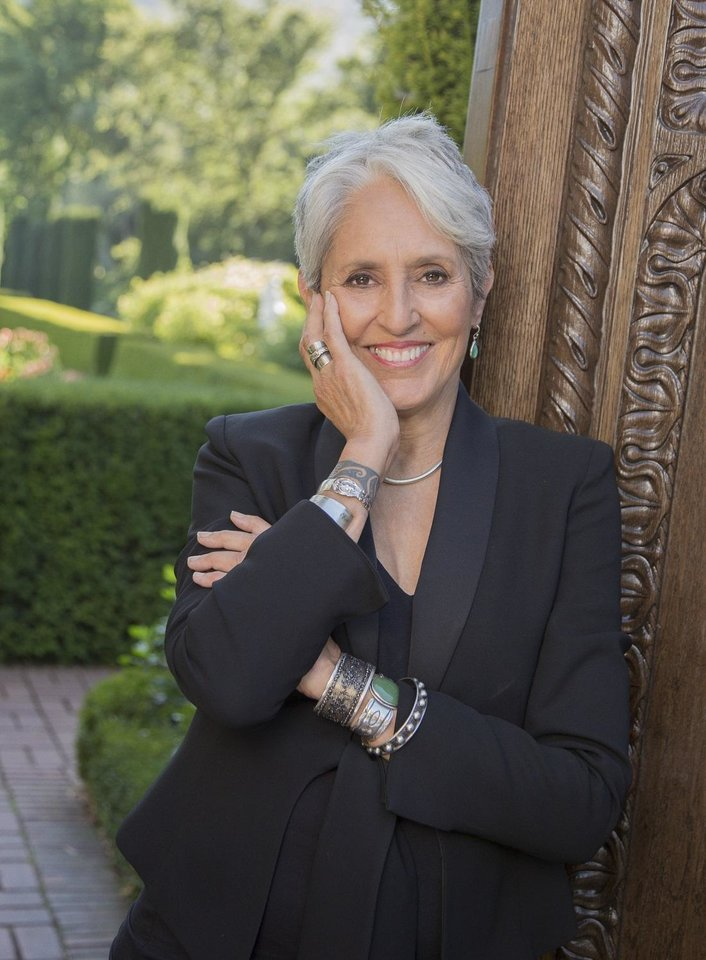 Joan Baez Receives Woody Guthrie Prize From Tulsa S Woody Guthrie Center