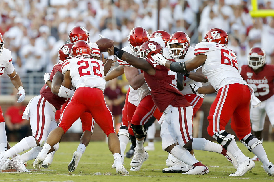 Photo - Oklahoma's Jalen Redmond (31) knocks the ball away from Houston's D'Eriq King (4) during a college football game between the University of Oklahoma Sooners (OU) and the Houston Cougars at Gaylord Family-Oklahoma Memorial Stadium in Norman, Okla., Sunday, Sept. 1, 2019. Oklahoma won 49-31. [Bryan Terry/The Oklahoman]