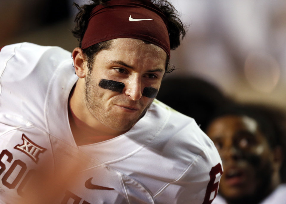 Photo - Oklahoma's Baker Mayfield (6) fires up his teammates on the sidelines in the fourth quarter during the college football game between the Oklahoma Sooners (OU) and the Tennessee Volunteers at Neyland Stadium in Knoxville, Tennessee, Saturday, Sept. 12, 2015. OU won 31-24 in double overtime. Photo by Nate Billings, The Oklahoman