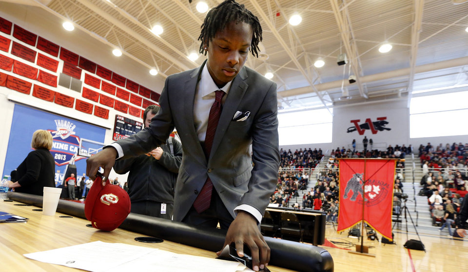 Photo - Dahu Green makes it official that he will attend The University of Oklahoma at Westmoore High School on Wednesday, Feb. 4, 2015  in Moore, Okla. Photo by Steve Sisney, The Oklahoman