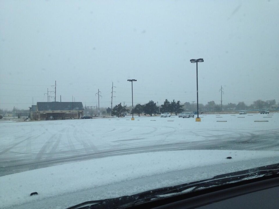 Photo - Snow in Moore. Photo by Jason Reince