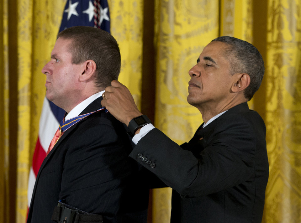 President Obama presents medal to Midwest City officer