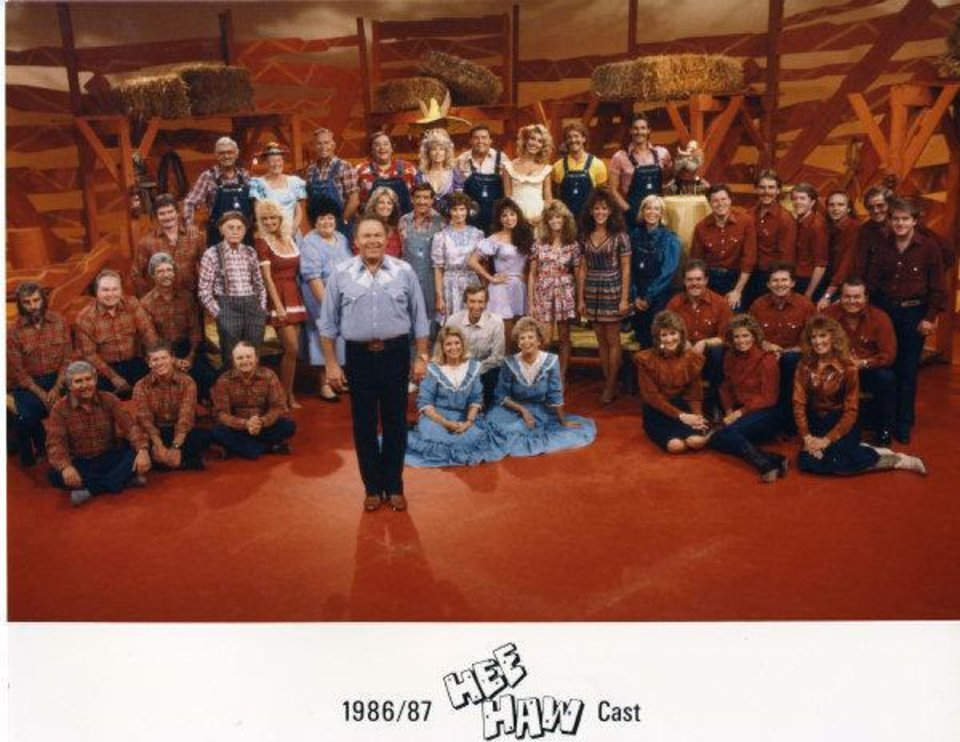 Photo - Tulsa resident Roy Clark, center, and the rest of the 1986-87