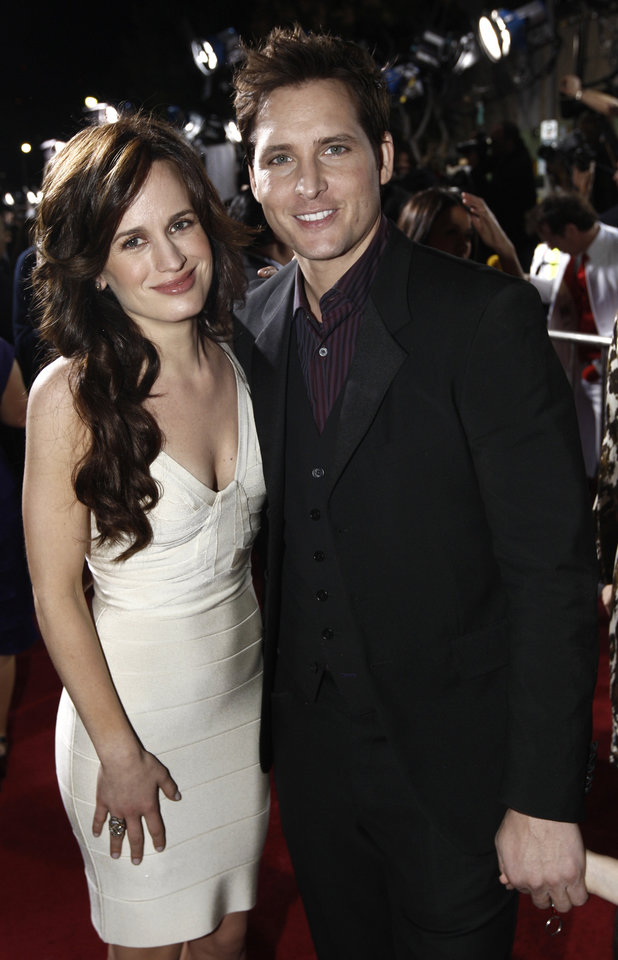 Photo - Actors Elizabeth Reaser and Peter Facinelli arrive at The Twilight Saga: New Moon premiere in Westwood, Calif. Monday, Nov. 16, 2009.  (AP Photo/Matt Sayles) ORG XMIT: CAGS164