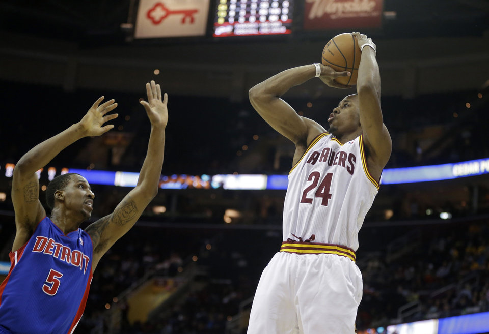 Photo - Cleveland Cavaliers' Scotty Hopson (24) shoots over Detroit Pistons' Kentavious Caldwell-Pope (5) in an NBA basketball game Wednesday, April 9, 2014, in Cleveland. (AP Photo/Mark Duncan)
