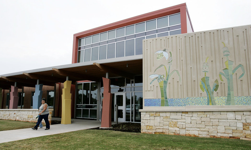 Photo -  DEDICATE / DEDICATION / BUILDING EXTERIOR: Oklahoma City's Educare facility was dedicated Thurs. Sept. 17, 2009. Photo by Jaconna Aguirre, The Oklahoman. ORG XMIT: KOD