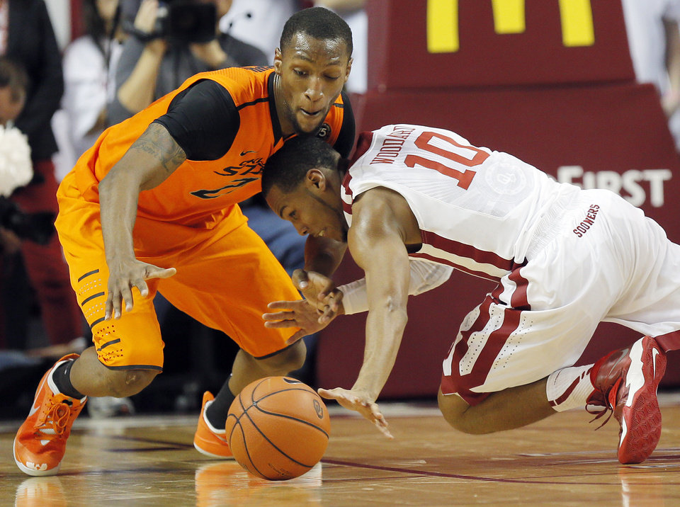 Photo - Oklahoma State's Kamari Murphy (21) and Oklahoma's Jordan Woodard (10) chase the ball in the first half during the NCAA men's Bedlam basketball game between the Oklahoma State Cowboys (OSU) and the Oklahoma Sooners (OU) at Lloyd Noble Center in Norman, Okla., Monday, Jan. 27, 2014. Photo by Nate Billings, The Oklahoman