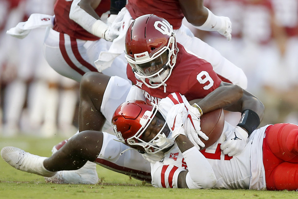 Photo - Oklahoma's Kenneth Murray (9) brings down Houston's Marquez Stevenson (5) during a college football game between the University of Oklahoma Sooners (OU) and the Houston Cougars at Gaylord Family-Oklahoma Memorial Stadium in Norman, Okla., Sunday, Sept. 1, 2019. [Bryan Terry/The Oklahoman]