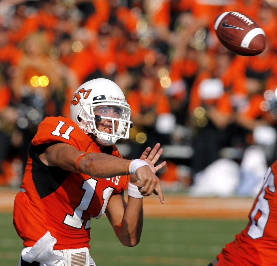 Photo - OSU quarterback Zac Robinson throws a pass during the second half of the college football game between the Oklahoma State University Cowboys (OSU) and the Texas Tech University Red Raiders (TTU) at Boone Pickens Stadium  on Saturday, Sept. 22, 2007, in Stillwater, Okla. 