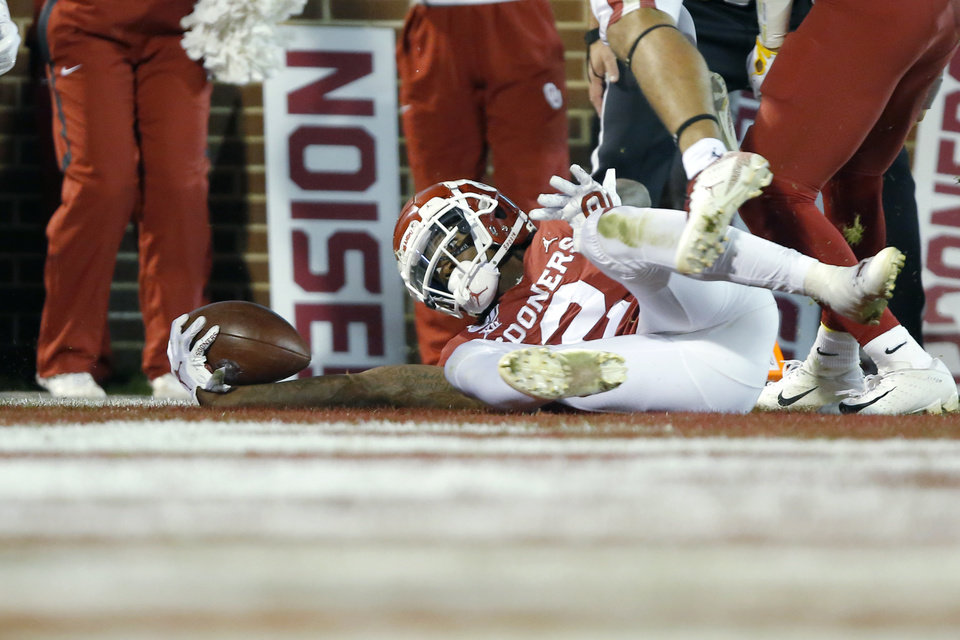 Photo - Oklahoma's CeeDee Lamb (2) scores a touchdown during an NCAA football game between the University of Oklahoma Sooners (OU) and the Iowa State University Cyclones at Gaylord Family-Oklahoma Memorial Stadium in Norman, Okla., Saturday, Nov. 9, 2019. [Bryan Terry/The Oklahoman]
