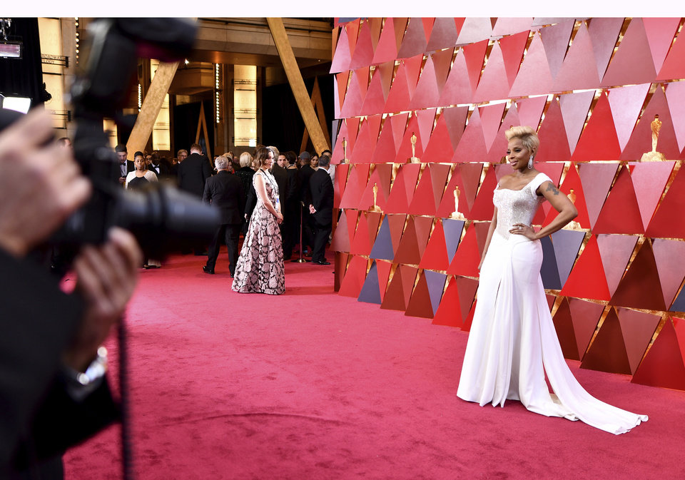 Photo - Mary J. Blige arrives at the Oscars on Sunday, March 4, 2018, at the Dolby Theatre in Los Angeles. (Photo by Charles Sykes/Invision/AP)
