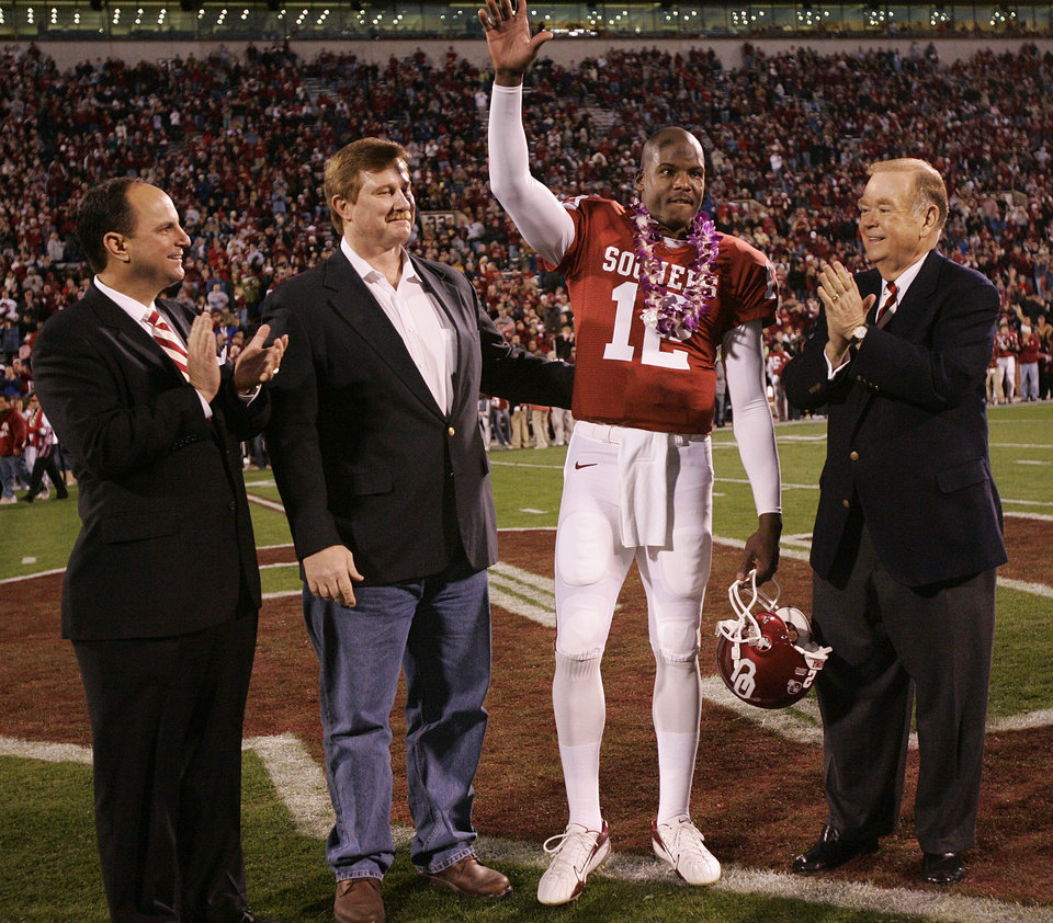 Photo - WIN, WINNER: Oklahoma's Director of Athletics Joe Castiglione, OU quarterback Paul Thompson and University of Oklahoma president David Boren, from left stand at midfield as Thompson is honored with the Don Key Award before the game during the University of Oklahoma Sooners (OU) college football game against Texas Tech University (TTU) at the Gaylord Family - Oklahoma Memorial Stadium, on Saturday, Nov. 11, 2006, in Norman, Okla.     by Chris Landsberger, The Oklahoman  ORG XMIT: KOD
