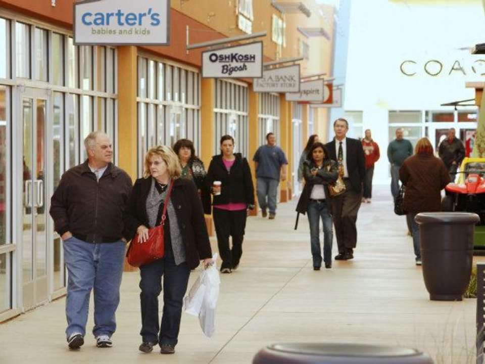 Photo - The Outlet Shoppes of Oklahoma City draws in shoppers a few days before Christmas. Photo by Paul B. Southerland, The Oklahoman