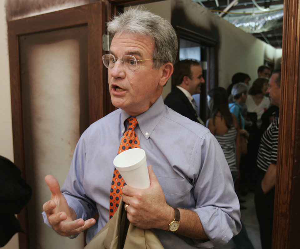 Photo - Sen. Tom Coburn, R-Muskogee attends the opening of Care Net Pregnancy Center's new medical clinic in Norman,  Oklahoma on Tuesday August 14, 2007.  The event marks Oklahoma's national leadership in he pro-life movement.  BY STEVE SISNEY, THE OKLAHOMAN ORG XMIT: kod