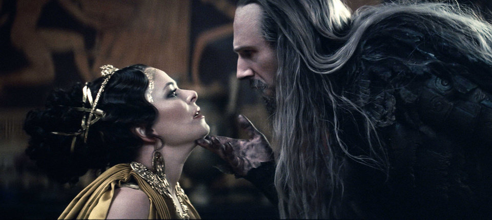 "Photo - MOVIE: Polly Walker stars as Cassiopeia and Ralph Fiennes stars as Hades in ""Clash of the Titans."" Warner Bros. Pictures Photo ORG XMIT: 1004011557159889"