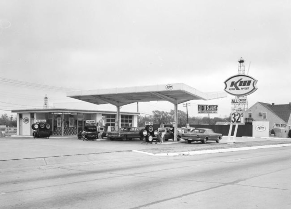 Photo -  A former Kerr-McGee gas station in Oklahoma City. [OHS]