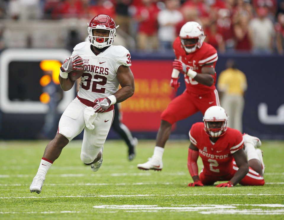 Photo - Oklahoma's Samaje Perine (32) runs with the ball during the AdvoCare Texas Kickoff college football game between the University of Oklahoma Sooners (OU) and the Houston Cougars at NRG Stadium in Houston, Saturday, Sept. 3, 2016. Photo by Nate Billings, The Oklahoman