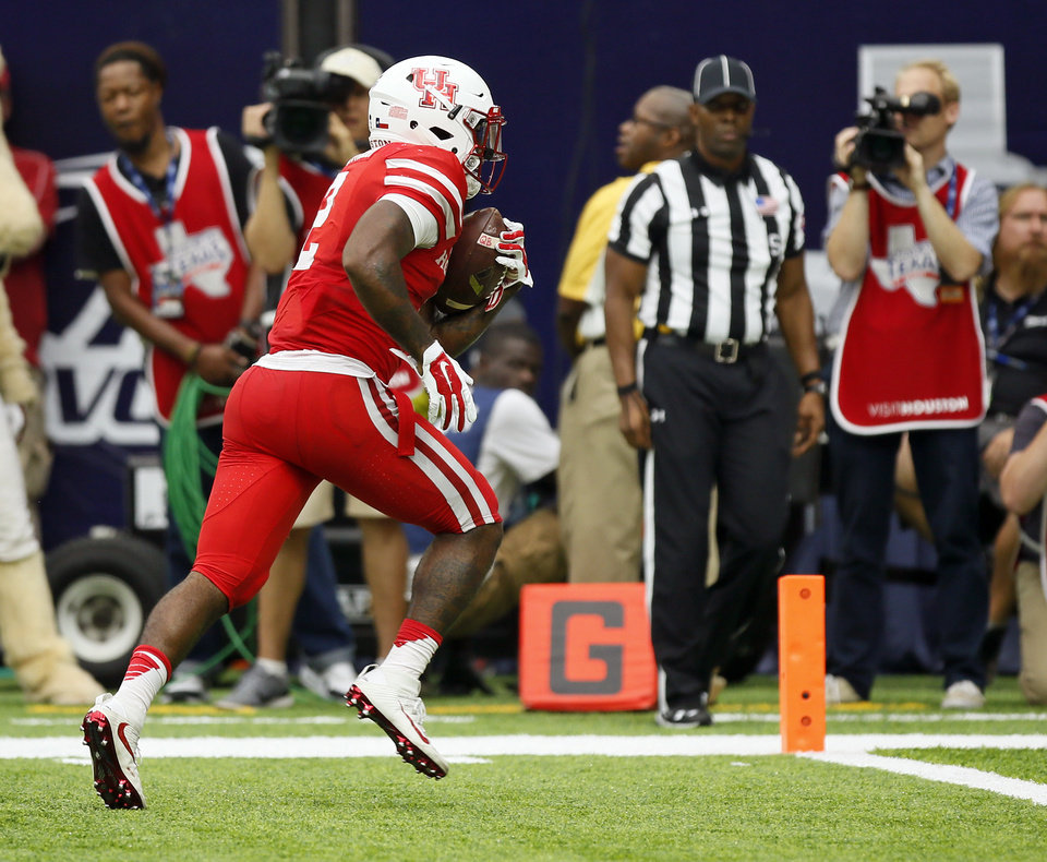 Photo - Houston's Duke Catalon (2) scores a touchdown in the second quarter during the AdvoCare Texas Kickoff college football game between the University of Oklahoma Sooners (OU) and the Houston Cougars at NRG Stadium in Houston, Saturday, Sept. 3, 2016. Photo by Nate Billings, The Oklahoman