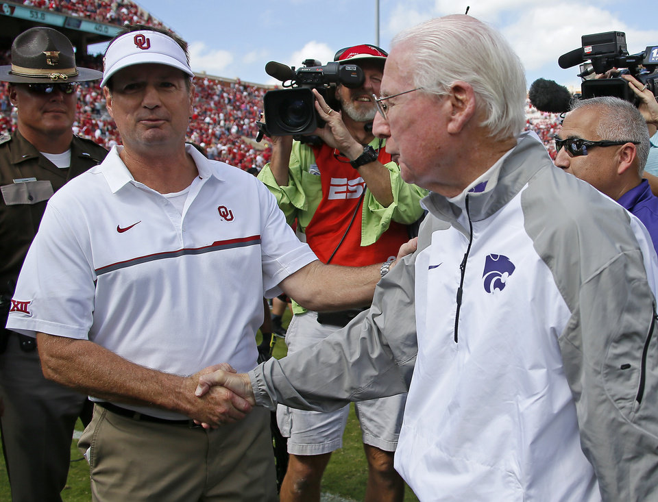 Photo -  Bob Stoops and Kansas State head coach Bill Snyder have a long history, and Snyder is already preparing to make a push for Stoops to enter the CFB Hall of Fame. [PHOTO BY BRYAN TERRY, THE OKLAHOMAN]